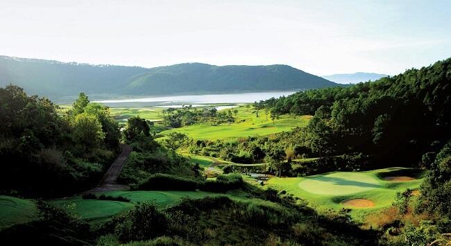 golfing-in-vietnam